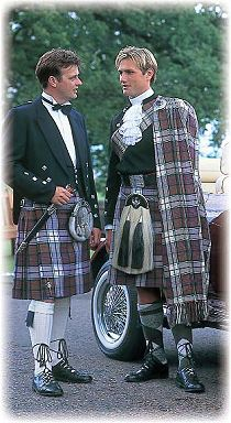 Damn! there is nothing finer than a man in full kilted splendor!