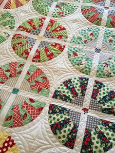 Crop Circles quilt by Cupcakes 'n Daisies, pattern by Miss Rosie's Quilt Co. Quilted by Diane Tricka.