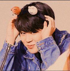I swear little mochi you are gonna kill me one day 😣😣😭😭💙 not that I mind 😂 😂 💖 Namjoon, Taehyung, Mochi, Bts Jimin, Bts Bangtan Boy, Park Ji Min, Foto Bts, Jikook, K Pop