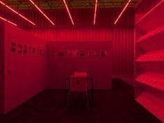 Heimo Zobernig – Galerie Nagel Draxler – Art Land Art, Pop Art, Neon Signs, Artist, Decor, Western World, Art Pop, Decorating, Dekoration