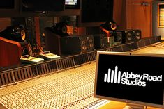 Abbey Road Studio Tour - The Beatles. PROFESSIONAL RECORDING STUDIO #cSw:) - https://www.pinterest.com/claxtonw/professional-recording-music-production/ - Pinned via sophialvarez8.