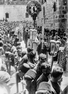 A Greek Orthodox procession protected by Ottoman soldiers, Jerusalem, Ottoman Pa… Palestine History, Israel History, Jewish History, Syria Pictures, Old City Jerusalem, Jerusalem Israel, Orthodox Priest, Orthodox Christianity, Plus Que Parfait