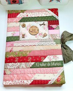 Carpeta de tela. El taller de Maricú Easy Gifts, Homemade Gifts, Bazaar Ideas, Needle Case, Creation Couture, Notebook Covers, Hobbies And Crafts, Pretty Little, Decorative Boxes