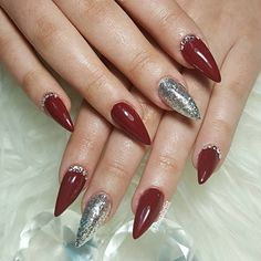 """J.Rose nail artist (@j.rosenailartist) no Instagram: """"Vermelho escuro com prata  extensão em gel  #darkrednails #silvernails #gelnails"""""""