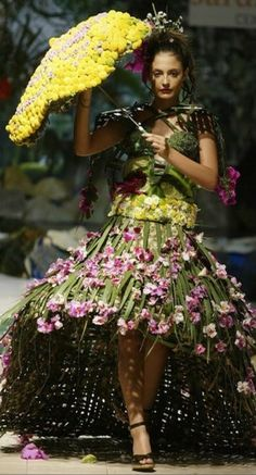 Bio-fashion in Colombia~~Eco friendly fashion show ca.2008