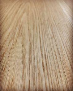 La venatura del legno e una finitura grezza porta un albero in casa vostra.  #woodworking #artigianalità #venature #superficie Hardwood Floors, Flooring, Home, Parquetry, Wood Floor Tiles, Wood Flooring, Floor