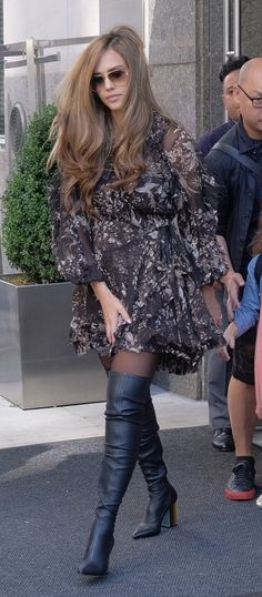 i love her and her style, but hair is *.*