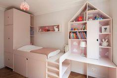lit surélevé pour + de rangements et garder de l'espace au sol, 9.5m² pour cette chambre