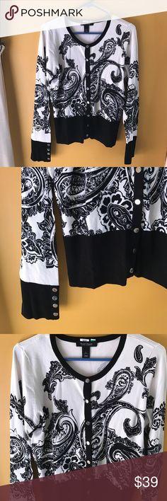 🆕 White House black market print sweater 🆕 White House black market print sweater, silver button up White House Black Market Sweaters Cardigans