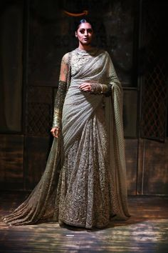 Scarlet Bindi - South Asian Fashion Blog by Neha Oberoi: AMAZON INDIA COUTURE WEEK 2015: SABYASACHI X LOUBOUTIN