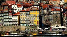 La ribeira de Oporto con la Torre de los Clérigos al fondo. Porto, Ribeira, Portugal Portugal, Port Wine, Boat Tours, Tour Operator, Glass House, Travel Agency, Day Trips, Cruise, Globe