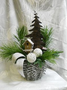 .. Christmas Mood, Rustic Christmas, Christmas Wreaths, Christmas Crafts, Merry Christmas, Christmas Ornaments, Ikebana, Xmas Decorations, Flower Arrangements