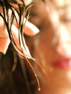 Do you air dry your hair? Here are some tips and tricks to do it better. Tips And Tricks, Mayonnaise For Hair, Curly Hair Styles, Natural Hair Styles, Ag Hair Products, Frizz Free Hair, Air Dry Hair, Wet Hair, Hair Porosity