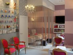 decoracion de salon de uñas - Buscar con Google/ maybe use this idea instead of a solid wall around the pedicure area