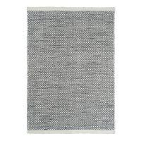 Asko, handvävd matta från Linie Design. Asko är vävd i ull på bomullsvarp vilket ger den dess dynamiska mönster. Ull är ett slitstarkt naturmaterial som har naturligt smutsavisande kvaliteter. Mattan Asko kommer i flera naturnära, sobra färger och finner enkelt sin plats i ditt hem.Mattunderlägg rekommenderas för att undvika färgfällning på golv. Underlägget minskar slitage på såväl matta som golv och hjälper till att hålla din matta på plats.