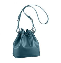 Updated as of August 2014 Introducing the Louis Vuitton Noé Bag. The classic Noé bag has been made available in different kind of materials over the Discount Handbags, Lv Handbags, Handbags On Sale, Louis Vuitton Handbags, Fashion Handbags, Fashion Bags, Fashion Shops, Cheap Fashion, Fashion Boutique