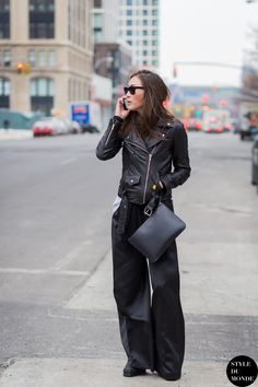 Leather jackets like the Mape and this style spotted on Jayne Min are hot commodities at the brand's sample sales Street Style Blog, Street Chic, Street Styles, Street Snap, Mode Style, Style Me, Fashion Week, Womens Fashion, Street Fashion