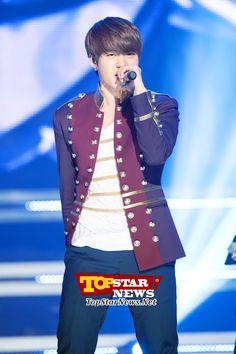 비투비(BTOB) 이민혁, '신개념 퍼포먼스'…MBC MUSIC '쇼 챔피언' 녹화 현장 [KPOP PHOTO] - Unique High Quality Photo News - TopstarNews.Net
