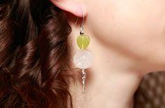 Boucles d'oreilles Fleur en Quartz rose - Feuille vintage en perle de boheme de la boutique PiaBoheme sur Etsy