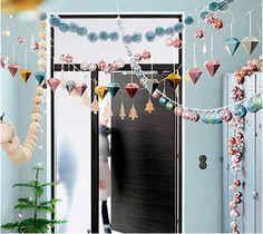 Guirnaldas de Navidad que puedes hacer con diferentes bolas y adornos de papel