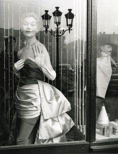 Édouard Boubat - Place Vendôme, 1952. S)