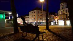 Eine Abendrunde mit dem Fahrrad durch Iserlohns Straßen  #Iserlohn #Sauerland #NRW #NordrheinWestfalen #Fahrrad #bike #Skulptur #Fußgängerzone #Architektur #nightphotography #Nachtaufnahme #streetphotography #Strassenfotografie #Bikographer
