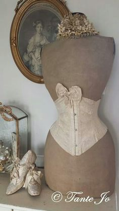 ❤︎   dress form with under bust corset