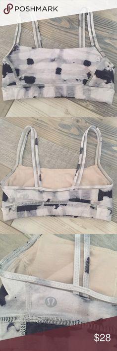 Lululemon Athletica Sports Bra Lululemon sports bra size 2, only worn a few times. Has padding! lululemon athletica Tops