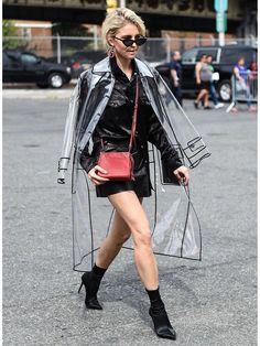 Raincoats For Women Stitches Info: 1191975606 Transparent Raincoat, Transparent Clothes, Transparent Dress, Look Fashion, Girl Fashion, Fashion Outfits, Womens Fashion, Fashion Design, Fashion Trends