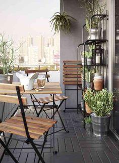 aménagement de balcon et terrasse avec étagère pour petit espace