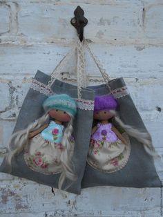 bonecos colecionáveis artesanais.  Anjo 14 centímetros em Uma bolsa (com hum travesseiro e cobertor).  'Do Diabo Brinquedos Autor Olga'.  Mestres justas.
