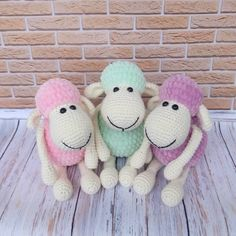 These sweet amigurumi sheep are created in the blink of an eye! The amigurumi pattern is super-easy and perfect for beginners. Knitted Dolls, Crochet Toys, Stuffed Toys Patterns, Baby Toys, Sheep, Free Pattern, Diy And Crafts, Projects To Try, Knitting