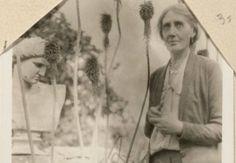 #Φωτογραφίες από το προσωπικό #άλμπουμ της #Βιρτζίνια_Γουλφ.  Στις περισσότερες είναι άνετη και χαλαρή και περιβάλλεται από φίλους. Εικόνες επίσης και από ταξίδι της στην Ελλάδα. _______________________ Επιμέλεια: Δήμητρα Ντζαδήμα #VirginiaWoolf #writer #album #photos  http://fractalart.gr/virginia-woolf-album/