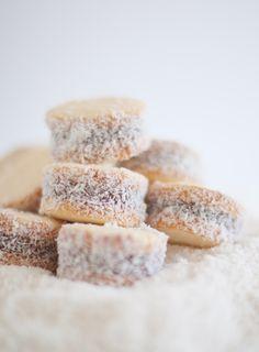 Recipe link (in English) for Alfajores - yum!! Dulce Pampa: Una buena noticia y una triste despedida / A good news and a sad goodbye