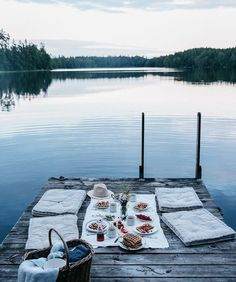 Summer picnic | Cozy nights | Water | Summernights | Sunset | Food | Drinks | More on Fashionchick