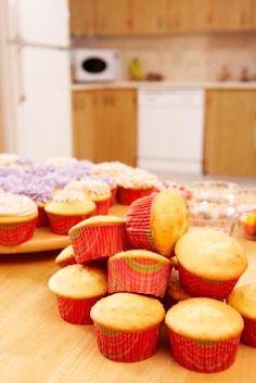 Cómo guardar tortas y magdalenas antes de glasearlas | eHow en Español