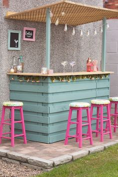 Outdoor Garden Bar, Diy Garden Bar, Diy Outdoor Bar, Backyard Bar, Small Garden Bar Ideas, Outdoor Decor, Outside Bars, Outside Patio, Backyard Projects
