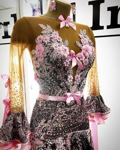 366 отметок «Нравится», 15 комментариев — ПРИНИМАЕМ ТОЛЬКО ПО ЗАПИСИ (@kozlova_official) в Instagram: «#sale Привет-привет!) а у меня хорошие новости) да-да-да)) это платье находится в продаже!!!…» Ballroom Gowns, Ballroom Dance, Dance Dresses, Ball Gowns, Formal Dresses, Smooth, Clothes, Fashion, Ballroom Dancing