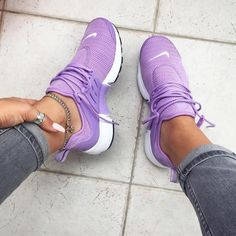 Perhaps, the most comfortable footwear, which is practically in any women's wardrobe - sneakers. Sneakers have long ceased to be a part of the sporting style, t Cute Shoes, Me Too Shoes, Sneaker Women, Shoe Boots, Shoes Heels, High Heels, Flat Shoes, Top Shoes, Crazy Shoes