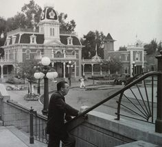 Walt Disney on Main Street, Disneyland