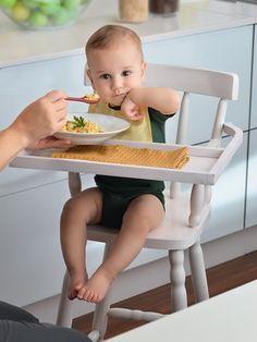 Bebê comendo papinha (Foto: Guto Seixas)