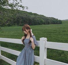 Korean Fashion – How to Dress up Korean Style – Designer Fashion Tips Korean Girl Photo, Korean Girl Fashion, Cute Korean Girl, Korean Fashion Trends, Korean Street Fashion, Asian Girl, Mode Ulzzang, Ulzzang Korean Girl, Looks Kawaii