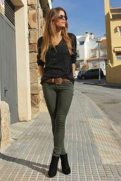 look pantalon kaki, femme bien habillée, vision féminine