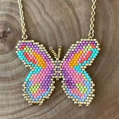 Chicas, que opinan de esta hermosa mariposa? Girls, what do you think of this beautiful butterfly? ……… Girls, what is your opinion about this butterfly? Technique Peyote do it Seed Bead Jewelry, Bead Earrings, Beaded Jewelry, Seed Beads, Bracelet Patterns, Beading Patterns, Beading Tutorials, Beaded Banners, Brick Stitch Earrings