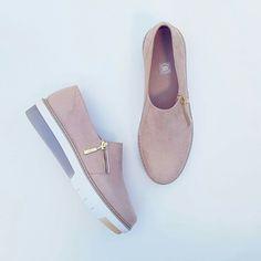 Shoe Closet, Ladies Shoes, Peep Toe, Shoes Sandals, Walking, Slip On, Footwear, Nice, Lady