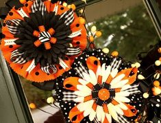 tutorial to make these ribbon/bow accessories. In this tutorial she has added them to a great Halloween wreath