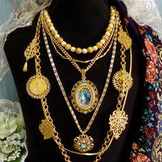 Portuguese folk Hearts of Viana filigree style Gold tone Minho strands jewelry necklace with Our Lady rhinestones pendant.#portuguesefiligree#vianaheartnecklace#madeinportugal#portuguesejewelry#vianagoldnecklace#portuguesefolknecklace#heartofviananecklace#portuguesefolkjewelry