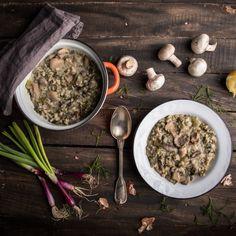 Τα μυρωδικά και οι πρασινάδες, το αυγολέμονο και το μπόλικο φρεσκοτριμμένο πιπεράκι, έκαναν την κουζίνα μας να μυρίσει Πάσχα. Η χορτοφαγική μαγειρίτσα με μανιτάρια, ήταν η απάντηση που αναζητούσα. Curry, Ethnic Recipes, Food, Curries, Eten, Meals, Diet