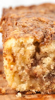 Forget the homemade pie crust and get all the flavors of fall in a quick & easy cinnamon apple pie bread recipe with brown sugar and cinnamon topping that's as sweet as apple pie! Apple Dessert Recipes, Apple Recipes, Sweet Recipes, Baking Recipes, Delicious Desserts, Bread Recipes, Cookie Recipes, Apple Pie Bread, Apple Pie Cake
