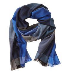 Sjaal, mooie kleuren. Maar moet wel een lekkere dikke, warme sjaal zijn.